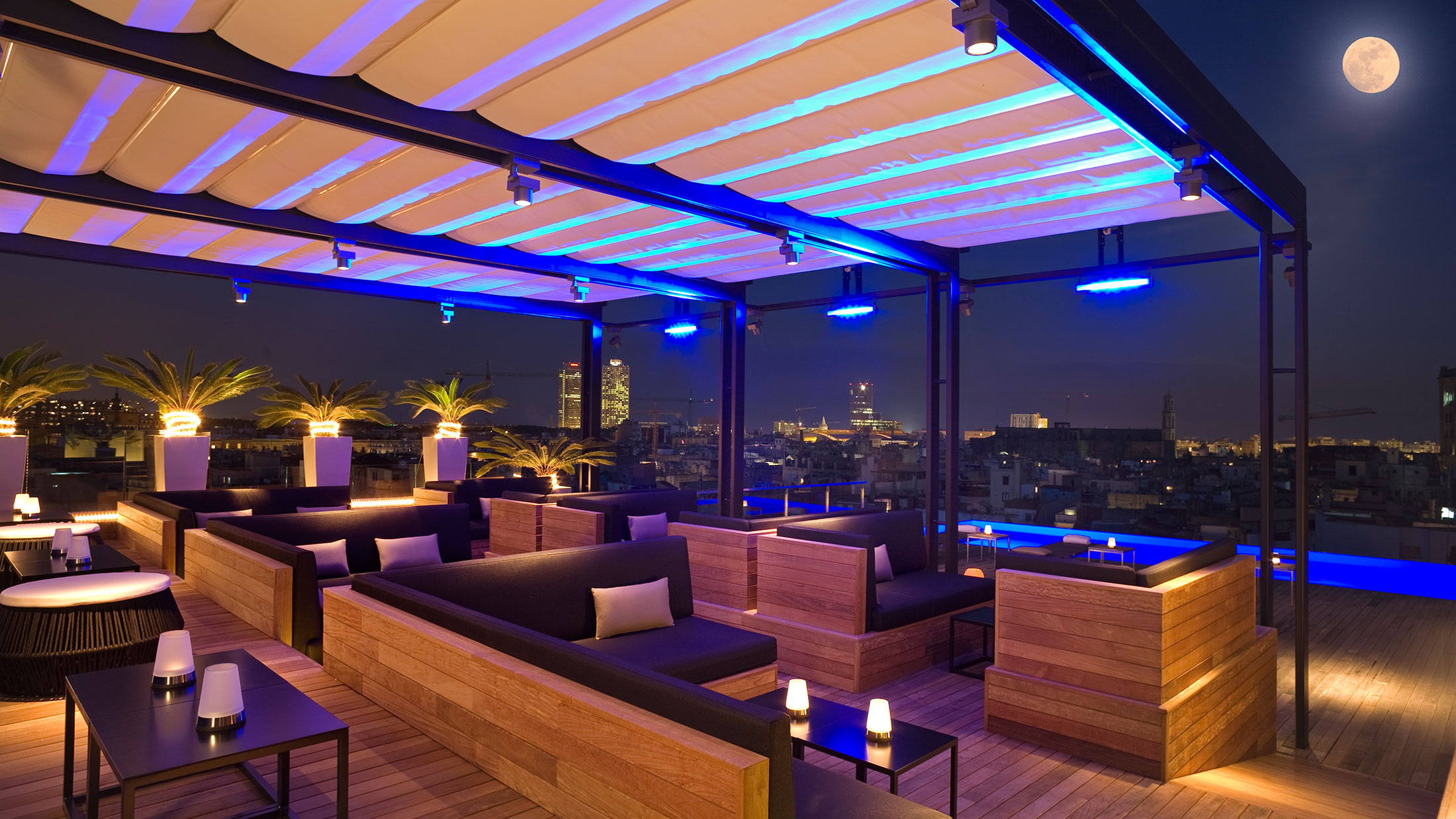5 best rooftop bars in barcelona linguaschools barcelona for Hotel minimalista barcelona