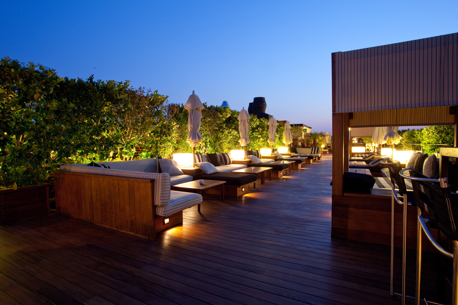 5 best rooftop bars in Barcelona | Linguaschools Barcelona ...