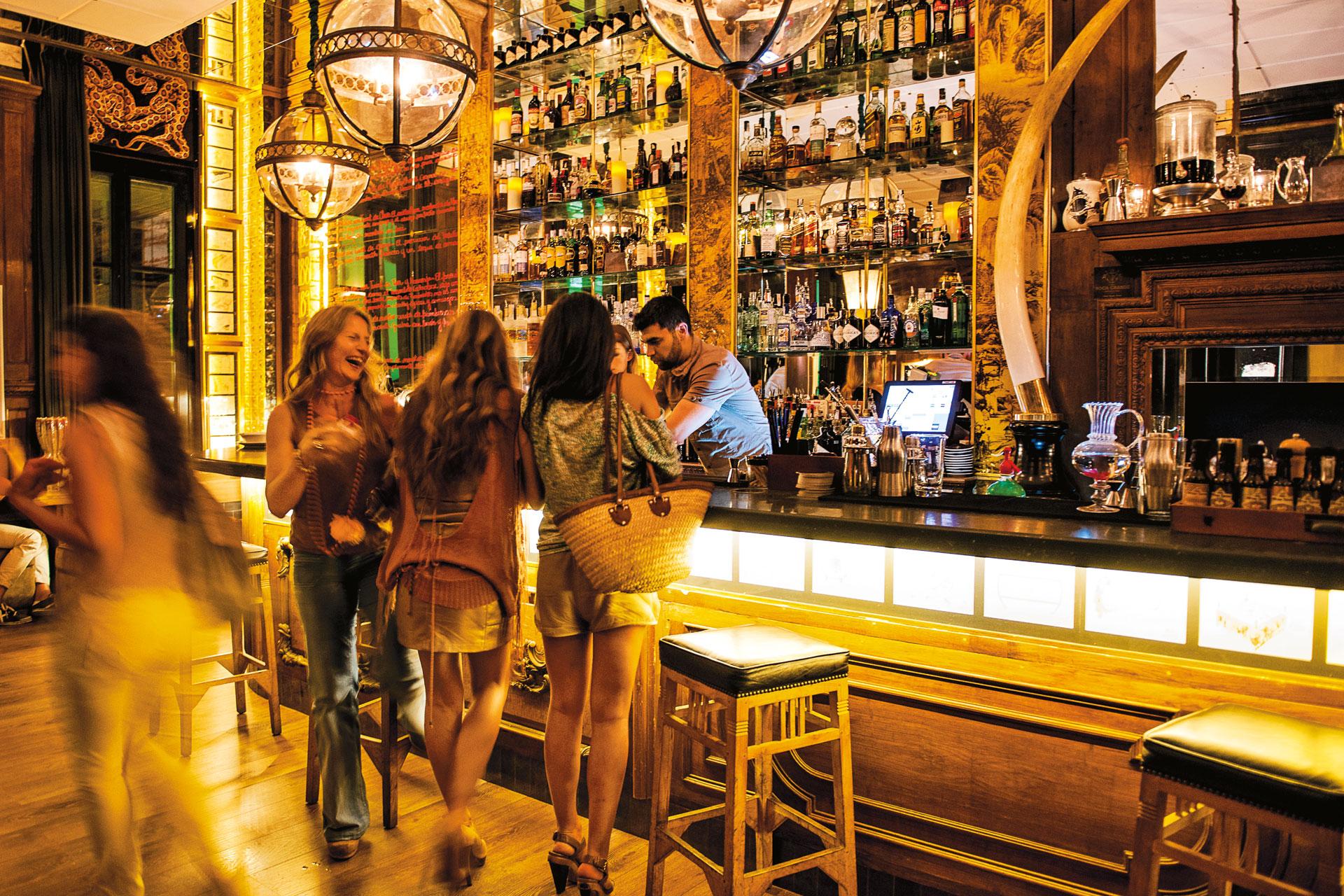 Best Bars In Barcelona El Born El Raval And Barrio Gotico