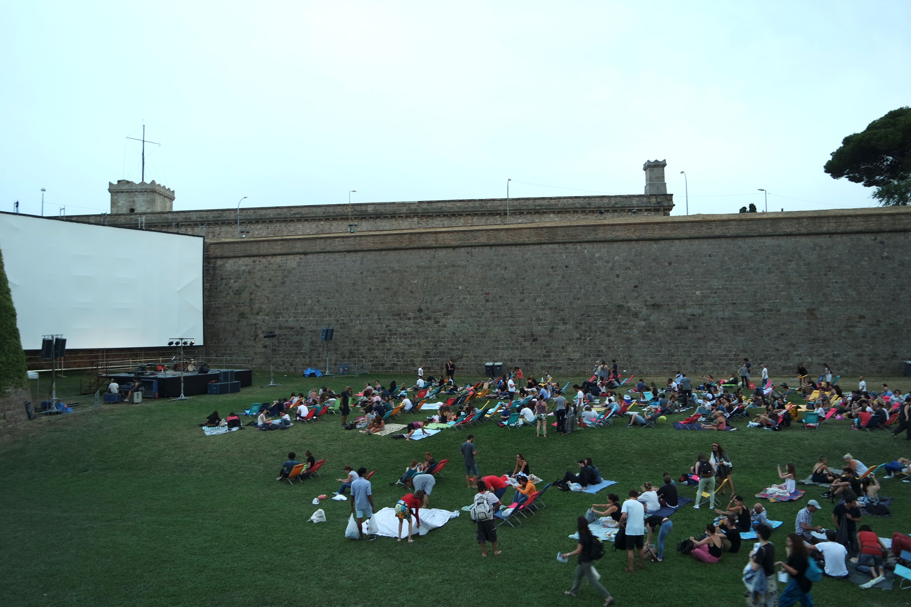 Montjuic linguaschools barcelona blog for Cinema montjuic 2016